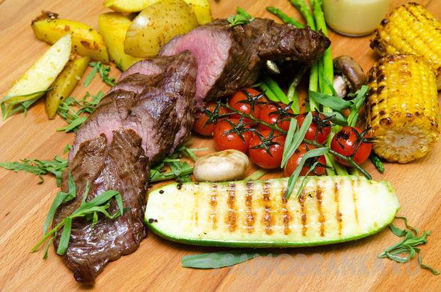 Стейк Шатобриан с овощами гриль и соусом Беарнез