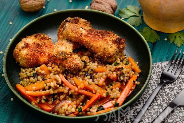Хрустящие куриные ножки в ароматной панировке и птитим с грецким орехом и медовой морковью