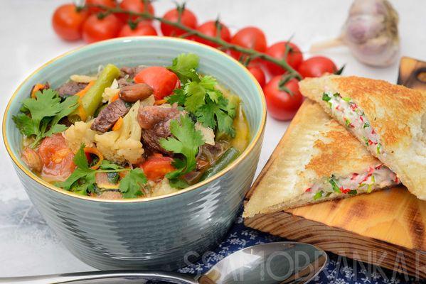 Вьетнамский суп с мраморной говядиной, фунчозой и овощами с хрустящим крабовым тостом
