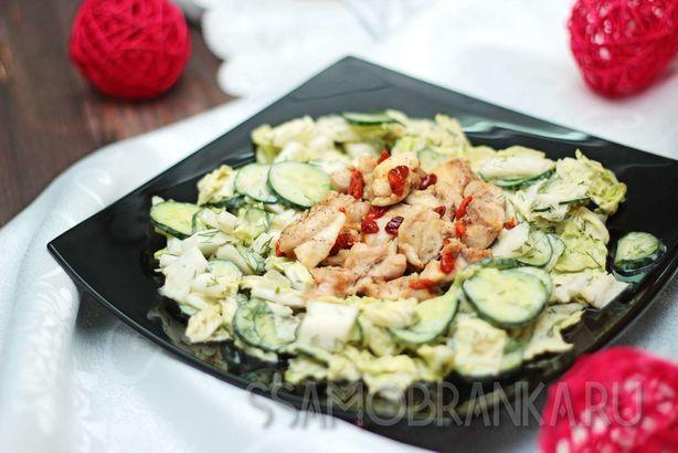 Запеченная курица с ягодами годжи и легким овощным салатом