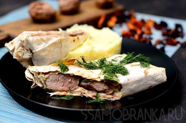 Свиная вырезка с грибным соусом запеченная в лаваше