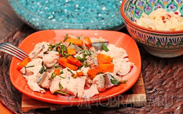 Красная рыба, припущенная в эстрагоне с овощами, и жасминовый рис с ягодами годжи