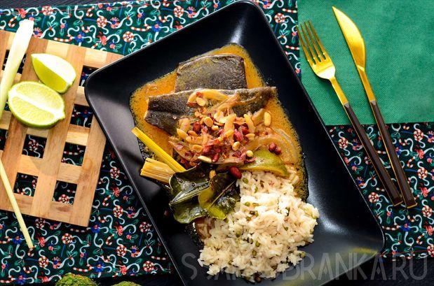 Палтус по-тайски с рисом, бобами мунг и арахисом