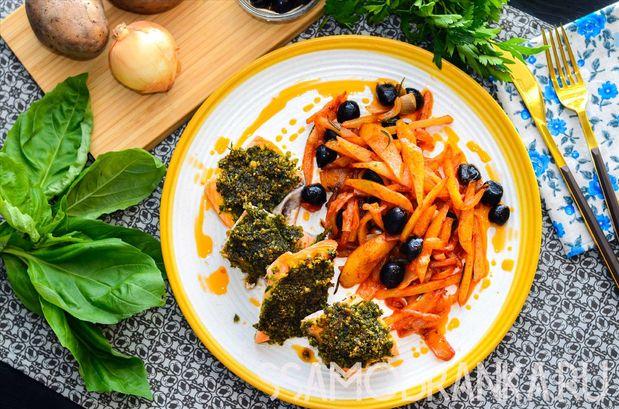 Филе форели под панировкой из зелени с пармезаном и картофель с томатами и маслинами на гарнир