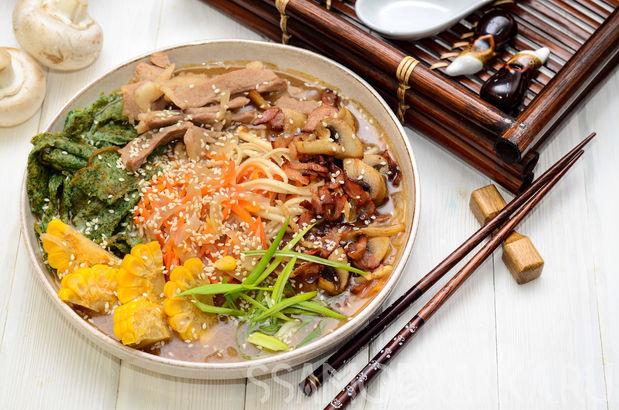 Японский суп Рамэн с беконом