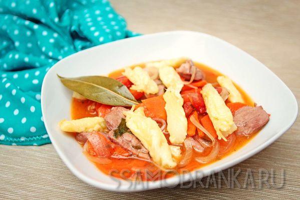 Утиная грудка, тушеная с овощами и красным вином, с запеченным в сыре Пармезан фенхелем