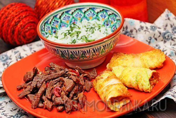 Мраморная говядина с лемонграссом, жареной в льезоне капустой и жасминовым рисом с базиликом