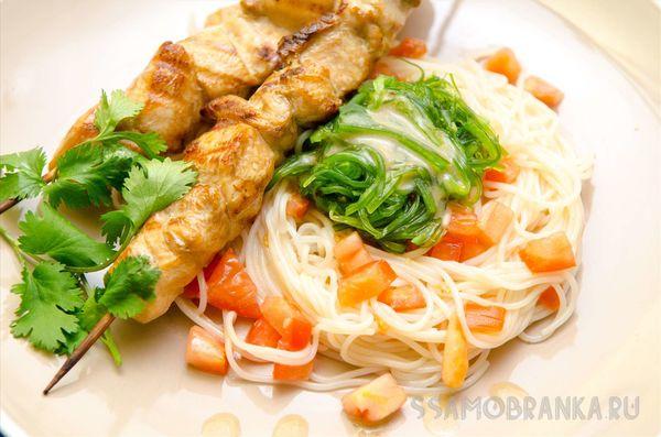 Курица гамадари с лапшой харусаме и чука салатом