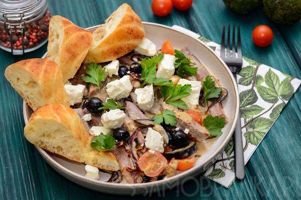 Говяжий язык с овощами и сыром фета по-гречески