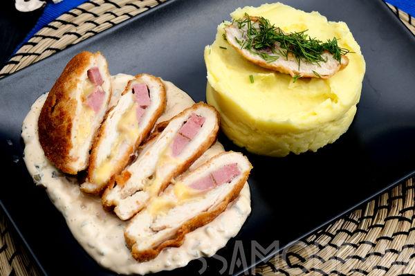 Кордон блю из куриной грудки с картофельным пюре и соусом тартар