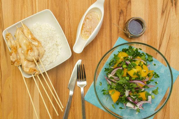 Куриное соте с ореховым соусом и маринованными томатами с жасминовым рисом
