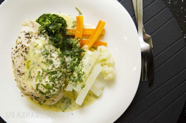 Куриное филе в винном маринаде с паровыми овощами