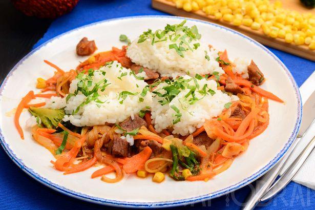 Тушеная баранина в аджике с овощами и японским рисом