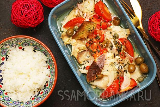 Щука запеченная с томатами, оливками и каперсами, и жасминовый рис на гарнир
