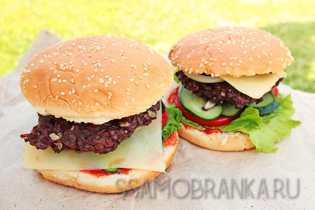 Гамбургеры с бифштексами из мраморной говядины