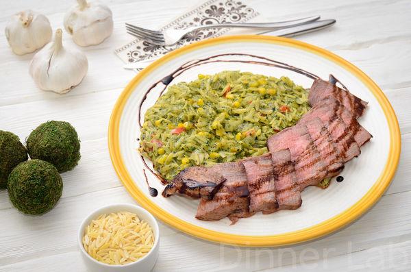 """Стейк из мраморной говядины с пастой орзо с овощами в соусе с """"дымком"""""""