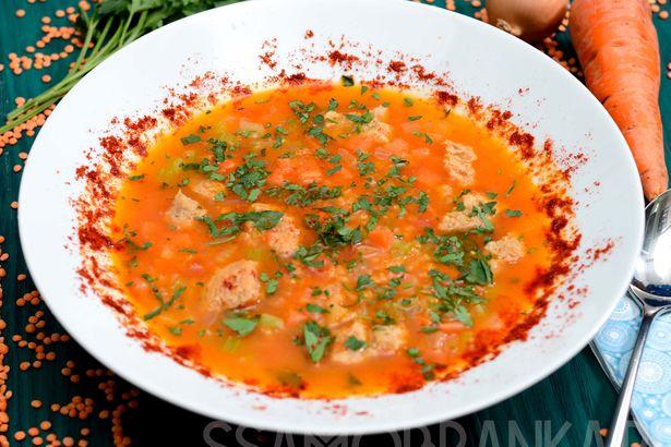 Постный суп с чечевицей и соевым мясом на овощном бульоне
