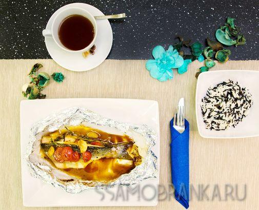 Сибас с томатами черри и травами с миксом дикого риса и риса басмати