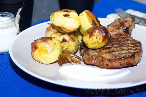 Свинина терияки и запеченный картофель со сметаной