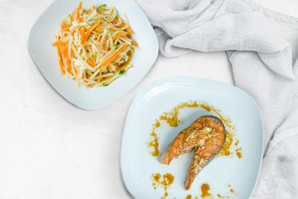 Запеченная форель с салатом Мацухиса