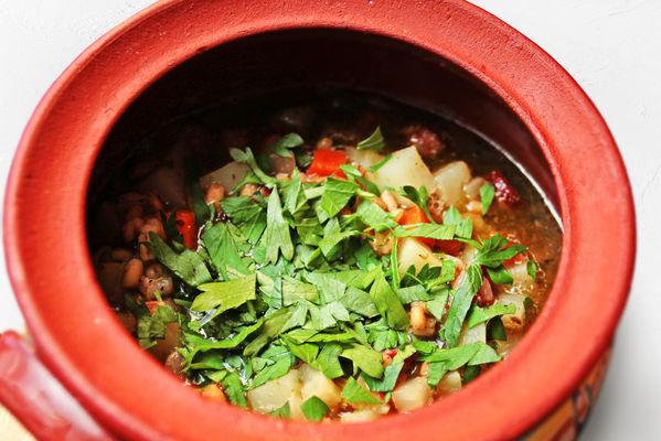 Немецкий суп с беконом и колбасками