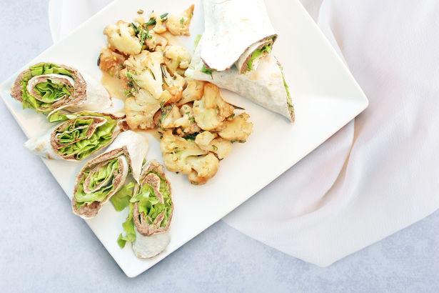 Рулеты из нежного куриного паштета и запеканка из цветной капусты с зеленью в йогурте под соусом Терияки