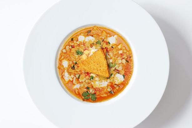 Острый мексиканский суп тортилья с куриным филе и чипсами начос