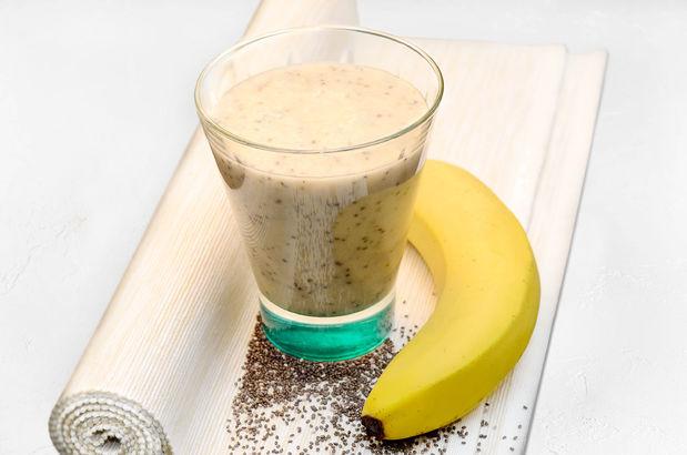 Смузи из кокосового молока с бананом, имбирем и медом