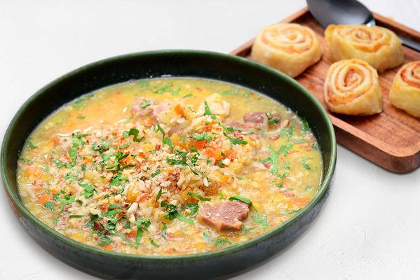 Суп с миксом круп и индейкой и слоеные рулетики с беконом